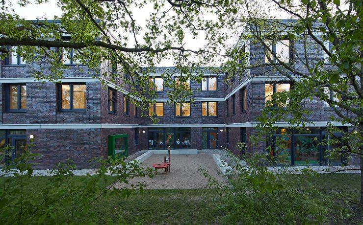Verwaltung und Kindertagesstätte auf der Bult